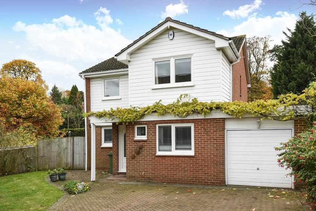 4 Bedrooms Detached House for sale in Serviden Drive, Bromley, BR1