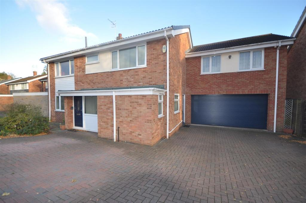 5 Bedrooms House for sale in Eskdale Drive, Aspley, Nottingham, NG8 5GZ