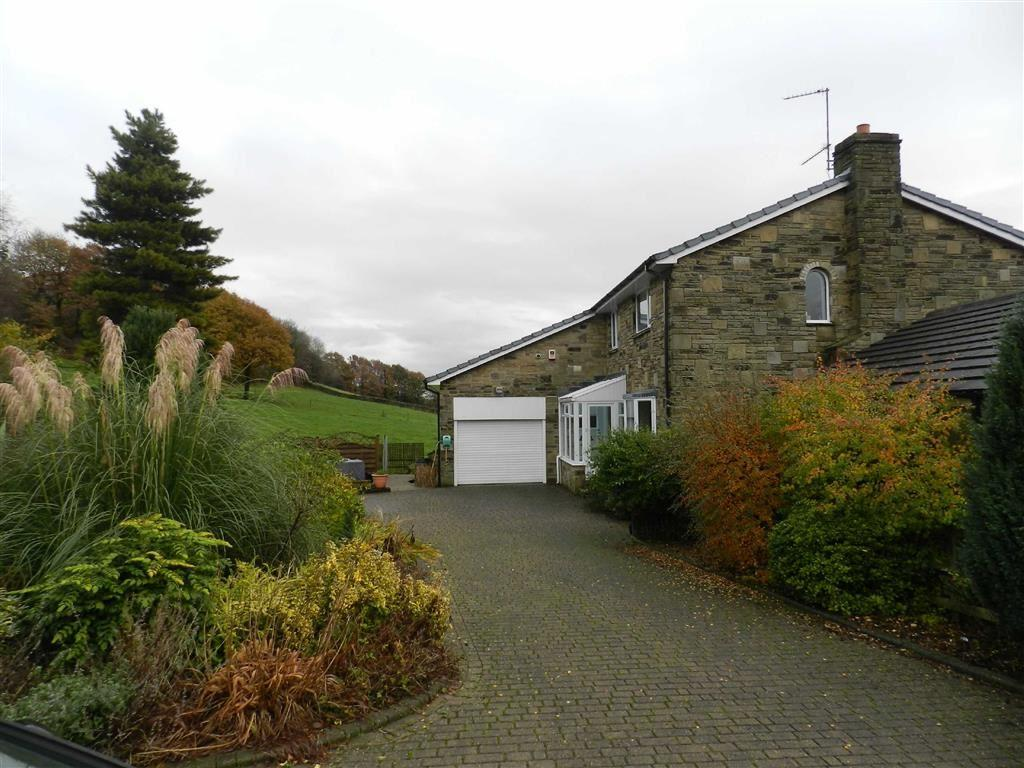 4 Bedrooms Detached House for sale in Bark Close, Far Bank, Shelley, Huddersfield, HD8