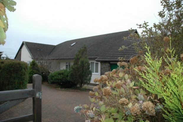 5 Bedrooms Detached Bungalow for sale in Tanglwst, Newcastle Emlyn, Carmarthenshire