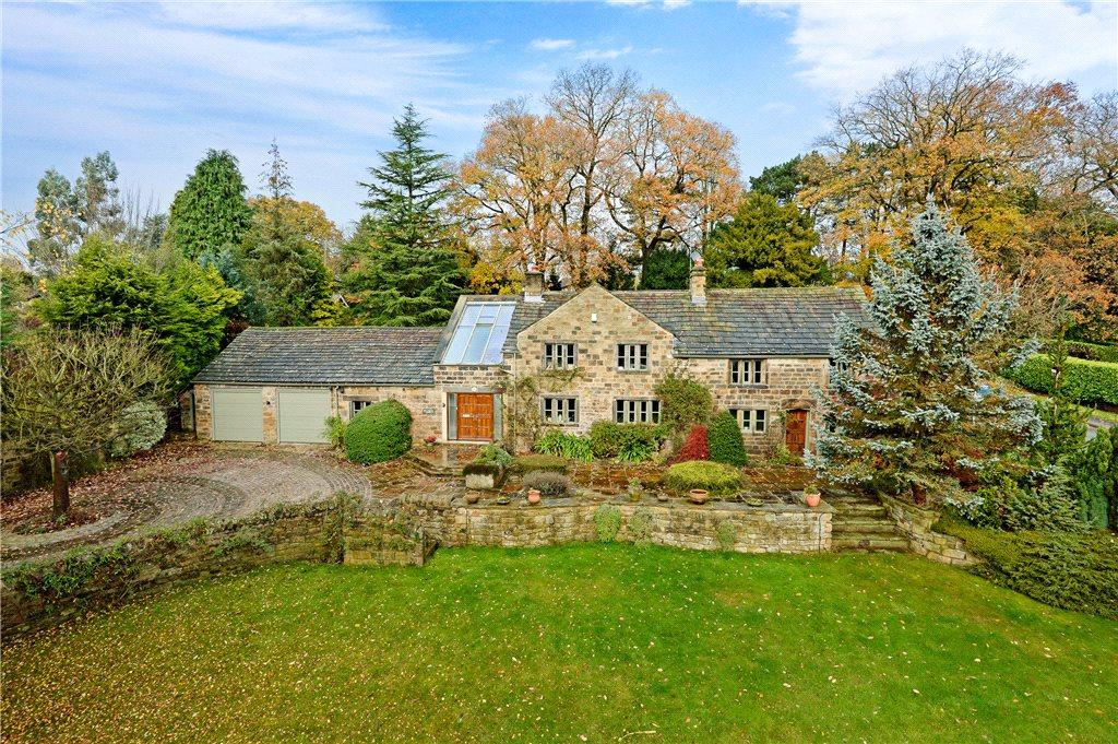 4 Bedrooms Detached House for sale in Hall Drive, Bramhope, Leeds, West Yorkshire