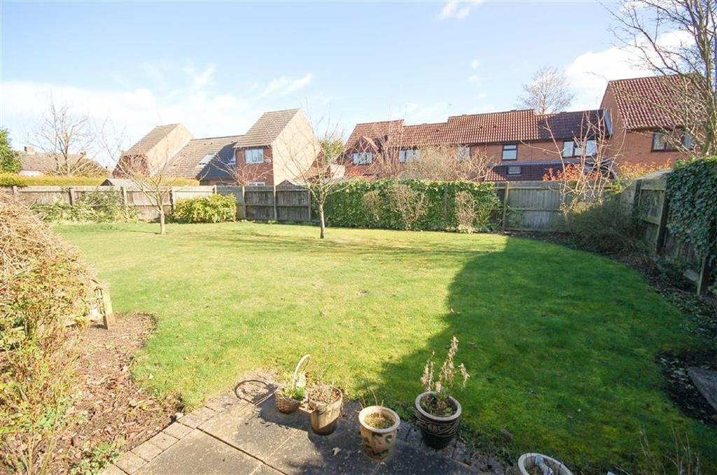 2 Bedrooms Terraced Bungalow for sale in Kingfishers Court, West Bridgford