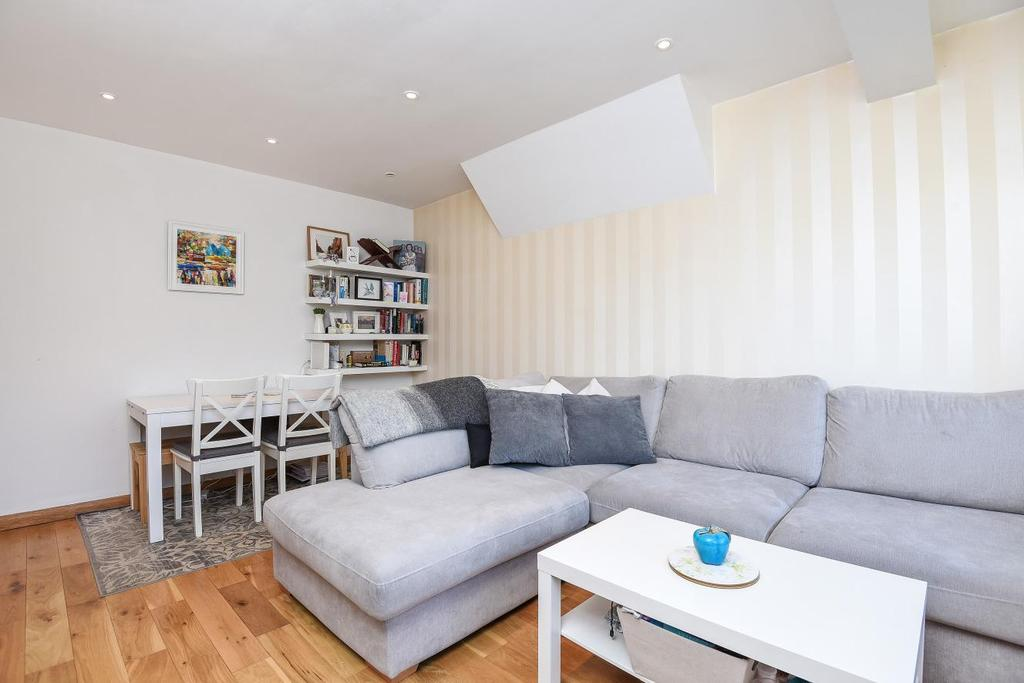 2 Bedrooms Maisonette Flat for sale in Cavendish Avenue, Ealing, W13