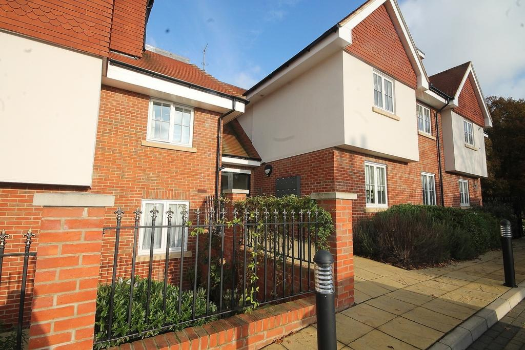 2 Bedrooms Flat for sale in Thornwood Road, Epping, CM16