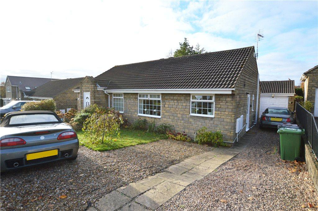 2 Bedrooms Semi Detached Bungalow for sale in Westwinn View, Leeds, West Yorkshire