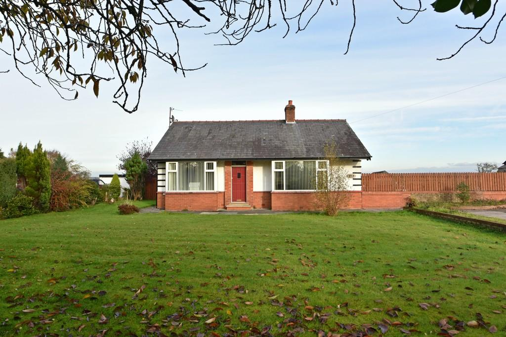 3 Bedrooms Detached Bungalow for sale in Liverpool Road, Rufford