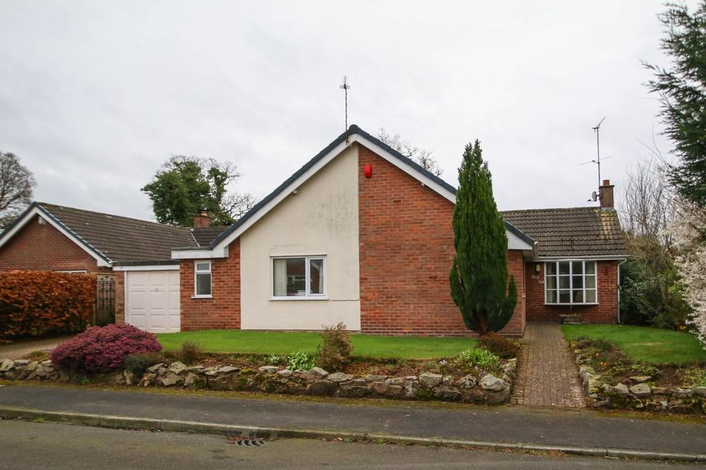 2 Bedrooms Detached Bungalow for sale in Fairys Oak, Ashton Hayes, CH3 8BR