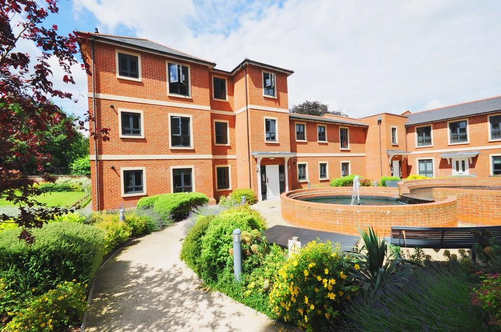 2 Bedrooms Apartment Flat for sale in Greyfriars Court, Castle Road, Colchester