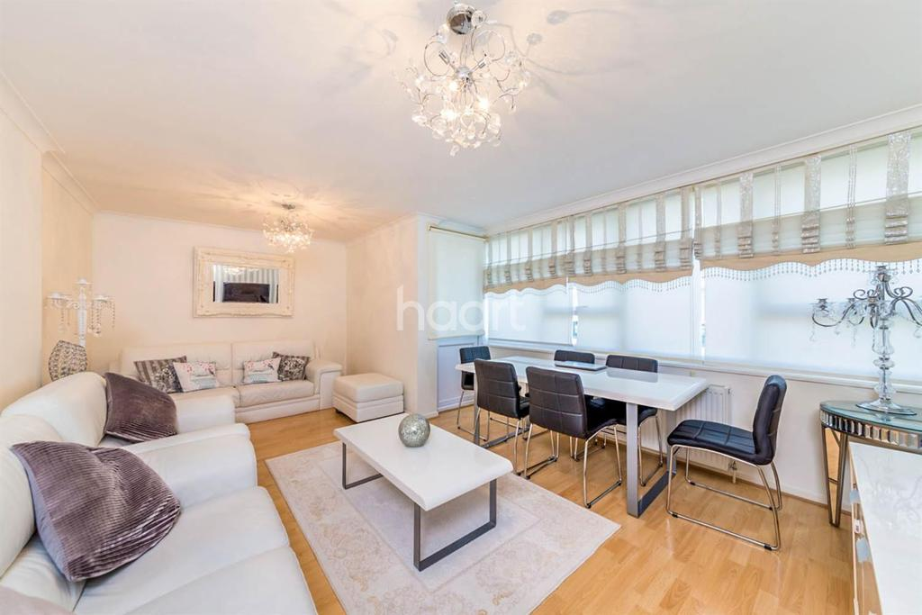 3 Bedrooms Maisonette Flat for sale in Eastgate, Town Centre, Stevenage