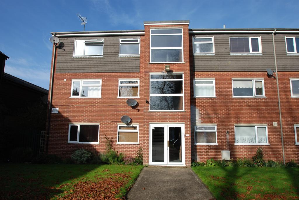 2 Bedrooms Flat for sale in Monks Walk, Buntingford, SG9 9EP