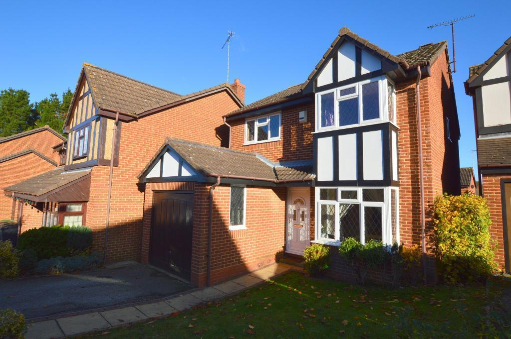 4 Bedrooms Detached House for sale in Tameton Close, Wigmore, Luton, LU2 8UX