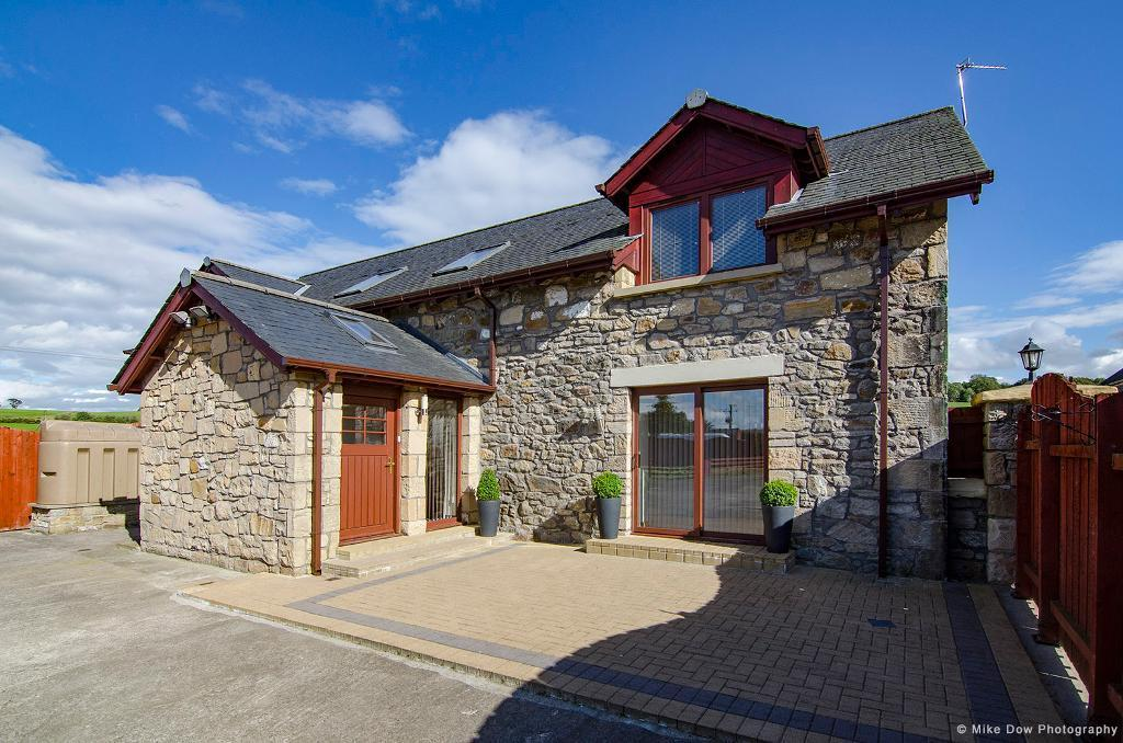 5 Bedrooms Detached House for sale in Easterton Farm Steading, by Denny, FK6 6RG