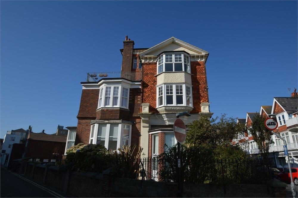 2 Bedrooms Flat for sale in Elms Avenue, Adjacent Seafront, East Sussex