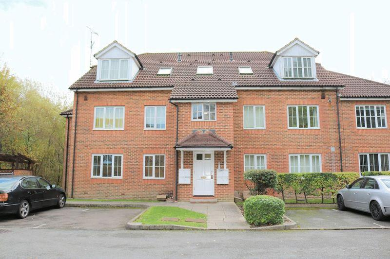 2 Bedrooms Apartment Flat for rent in Aspen Vale, Whyteleafe