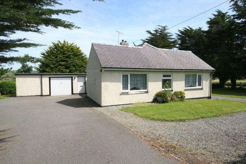 3 Bedrooms Detached Bungalow for sale in Llandyfrydog, Anglesey
