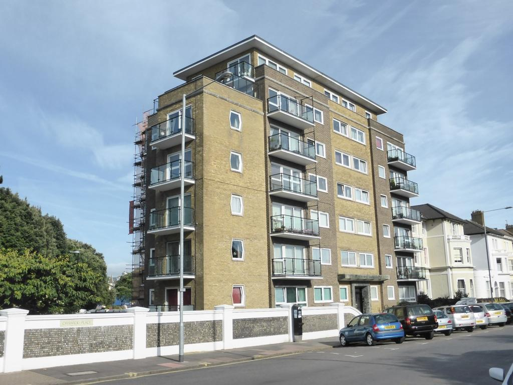 2 Bedrooms Apartment Flat for sale in Chiswick Place, Eastbourne, BN21