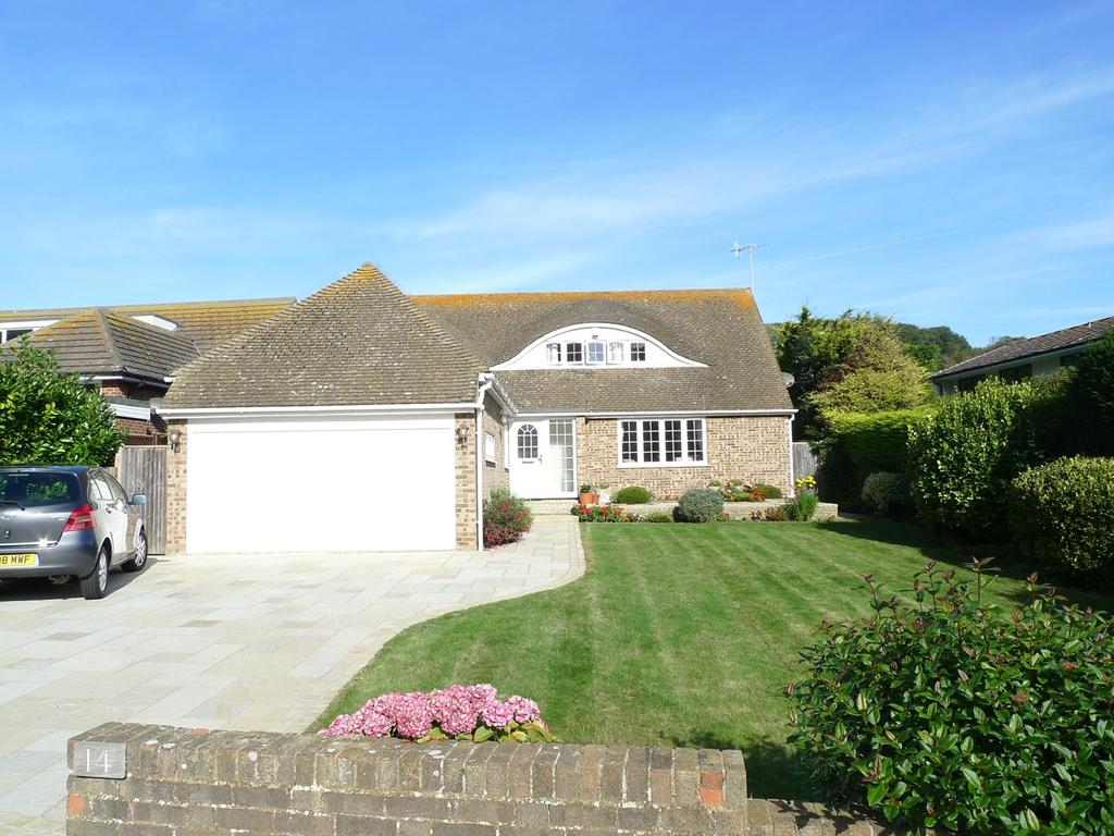3 Bedrooms Detached Bungalow for sale in Warren Close, Eastbourne, BN20