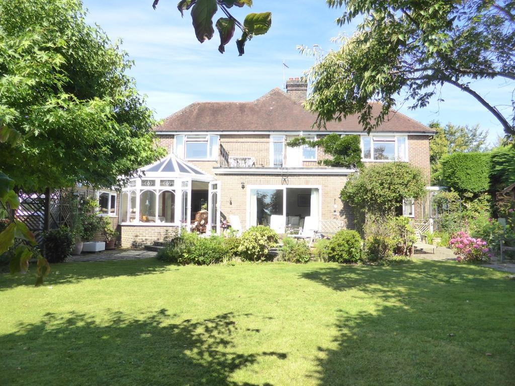 5 Bedrooms Detached House for sale in Carters Corner, Hailsham, BN27