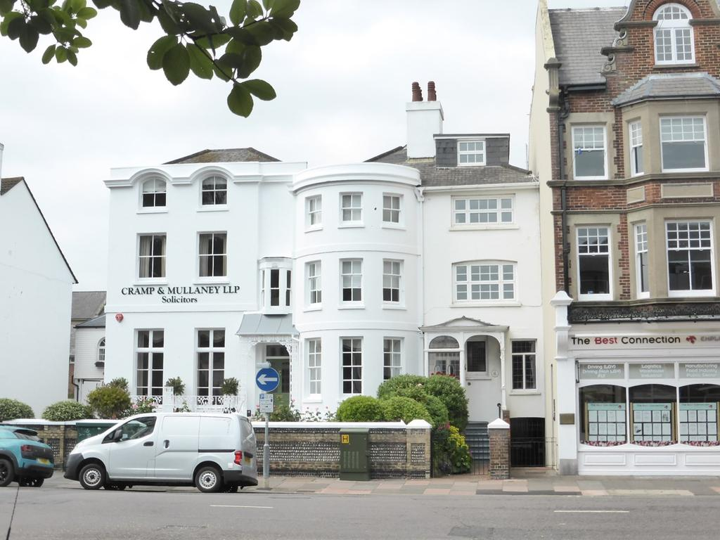 4 Bedrooms Town House for sale in South Street, Eastbourne, BN21