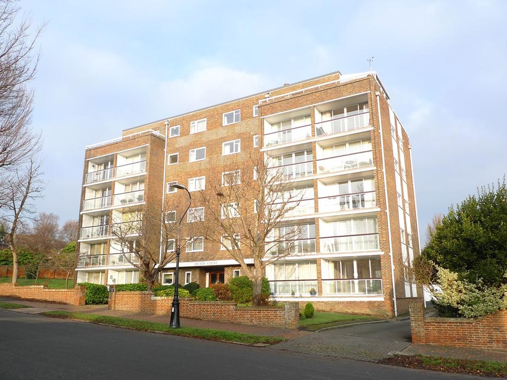 3 Bedrooms Flat for sale in Carlisle Road, Eastbourne, BN20