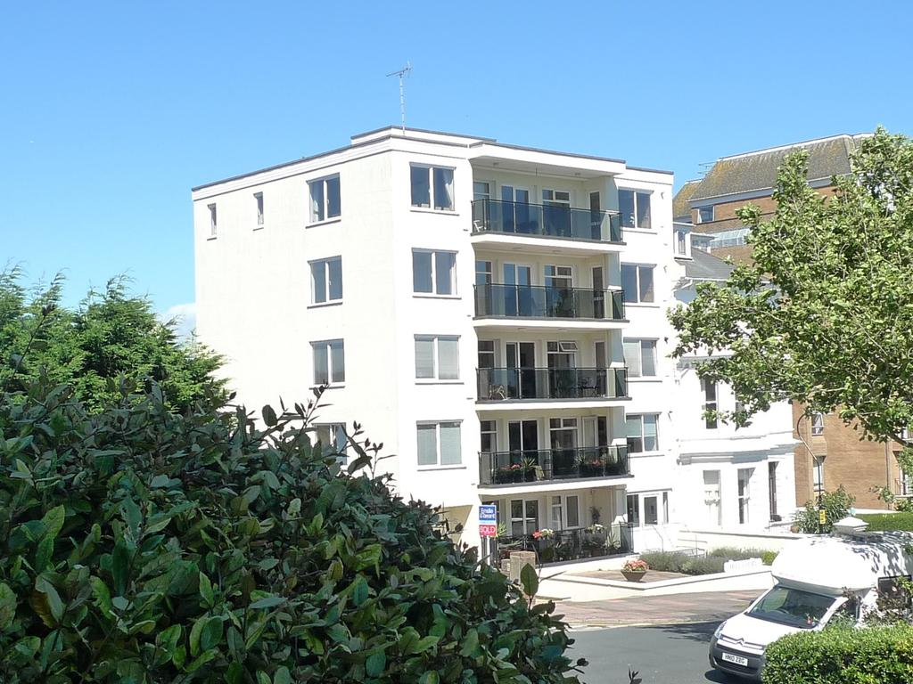 3 Bedrooms Apartment Flat for sale in St Johns Road, Eastbourne, BN20