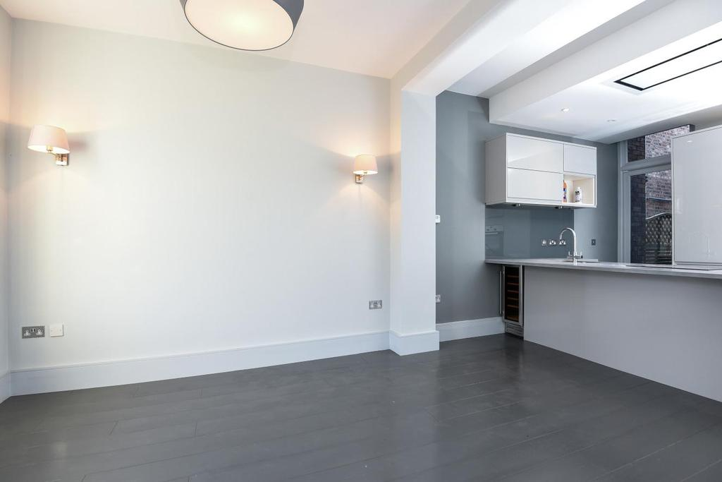 2 Bedrooms Flat for sale in Franciscan Road, Tooting, SW17