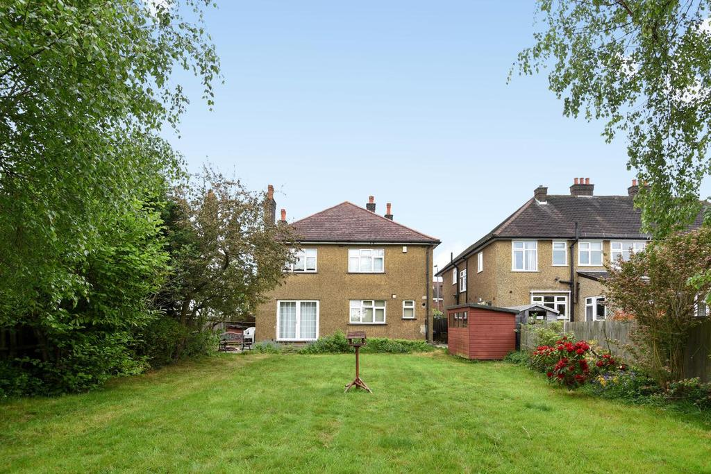 4 Bedrooms Detached House for sale in Southborough Road, Bromley