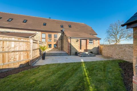 3 bedroom terraced house for sale - Middle Barn, Guydens Hamlet, Oxford Road, Oxford