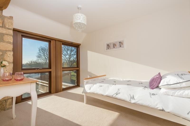 3 Bedrooms Terraced House for sale in Middle Barn, Guydens Hamlet, Oxford Road, Oxford