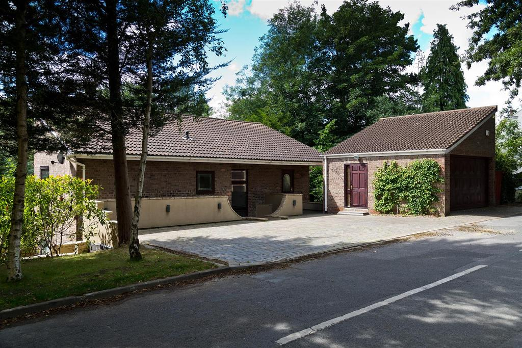 4 Bedrooms Detached House for sale in Church Lane, Middleton St. George, Darlington