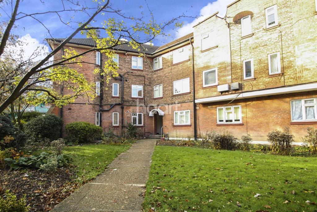 2 Bedrooms Flat for sale in Raglan Court, Wembley Park