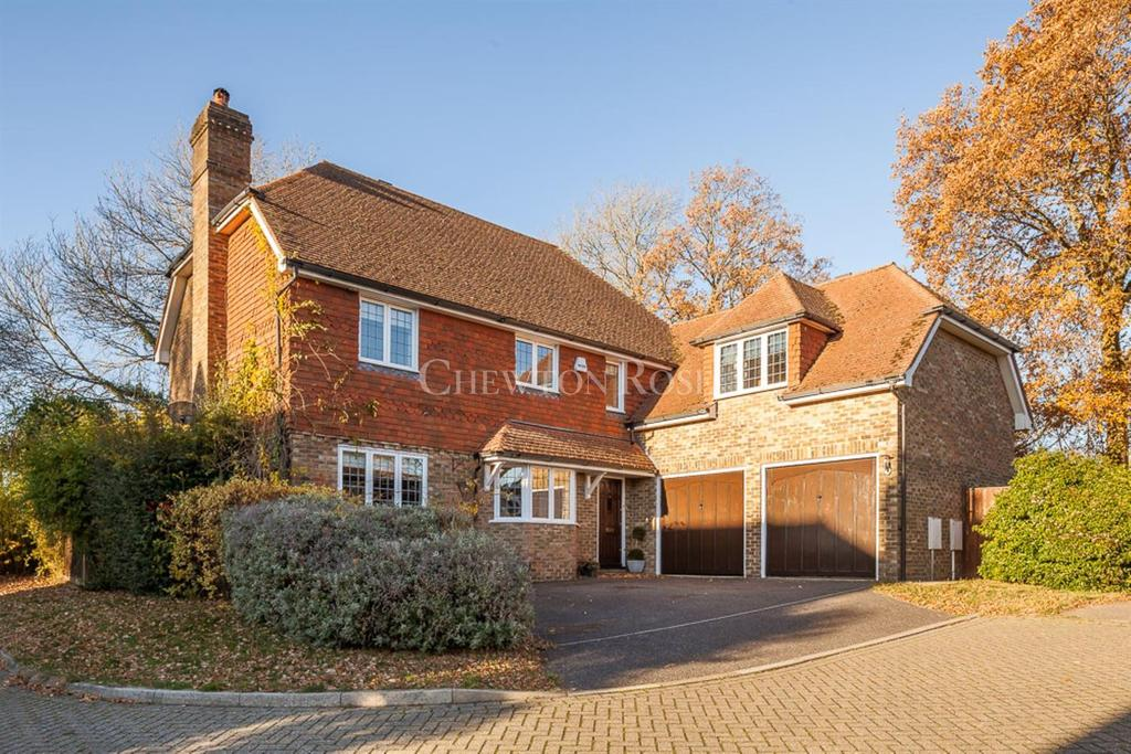 5 Bedrooms Detached House for sale in Steellands Rise, Ticehurst, East Sussex TN5