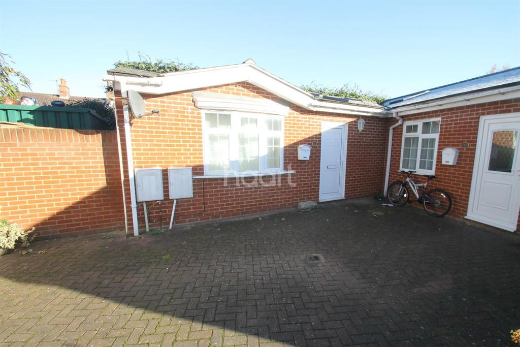 2 Bedrooms Bungalow for sale in Hollis Court, Military Road.