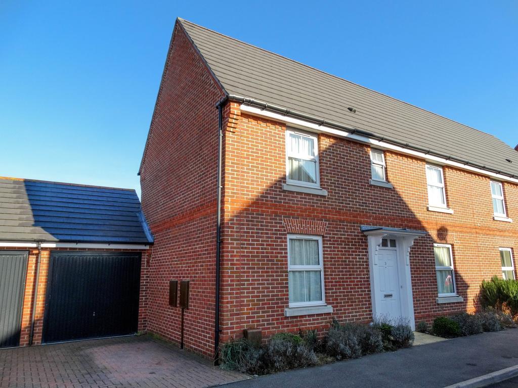 3 Bedrooms Semi Detached House for sale in West Brook Way, Felpham