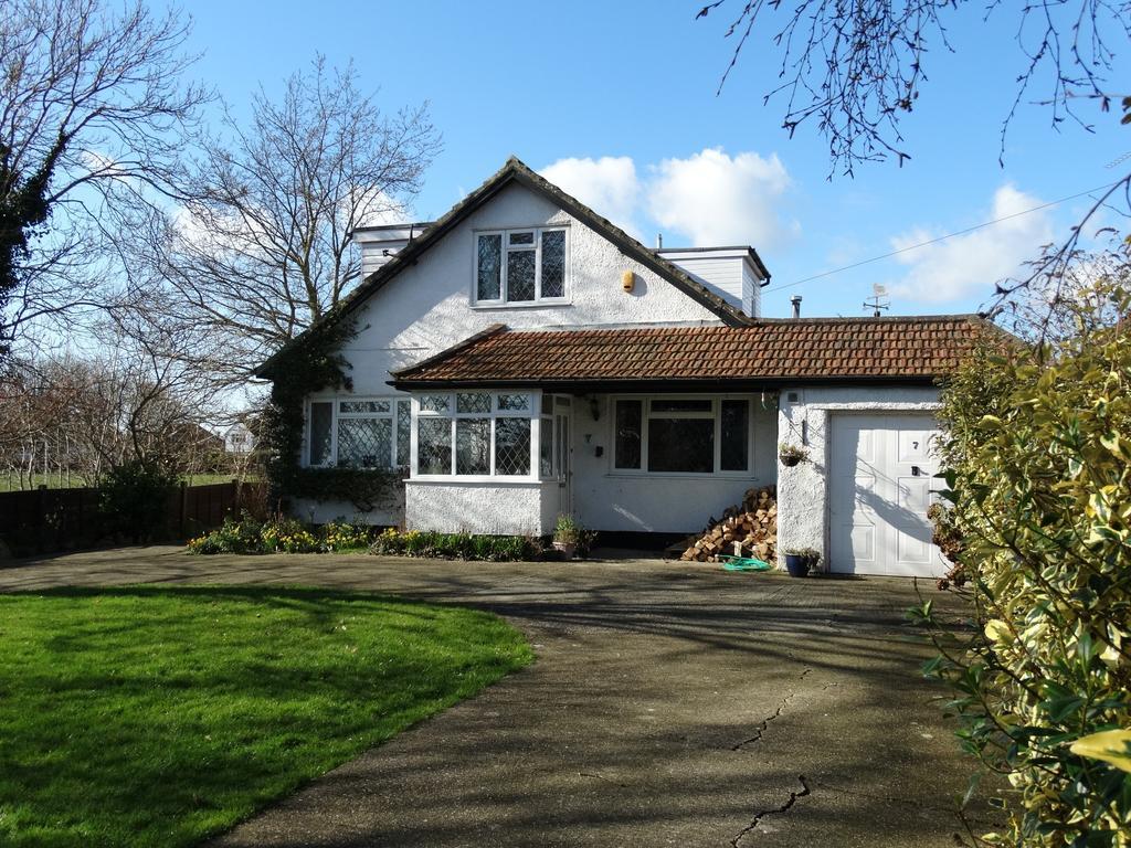 3 Bedrooms Chalet House for sale in Felpham Gardens, Felpham,