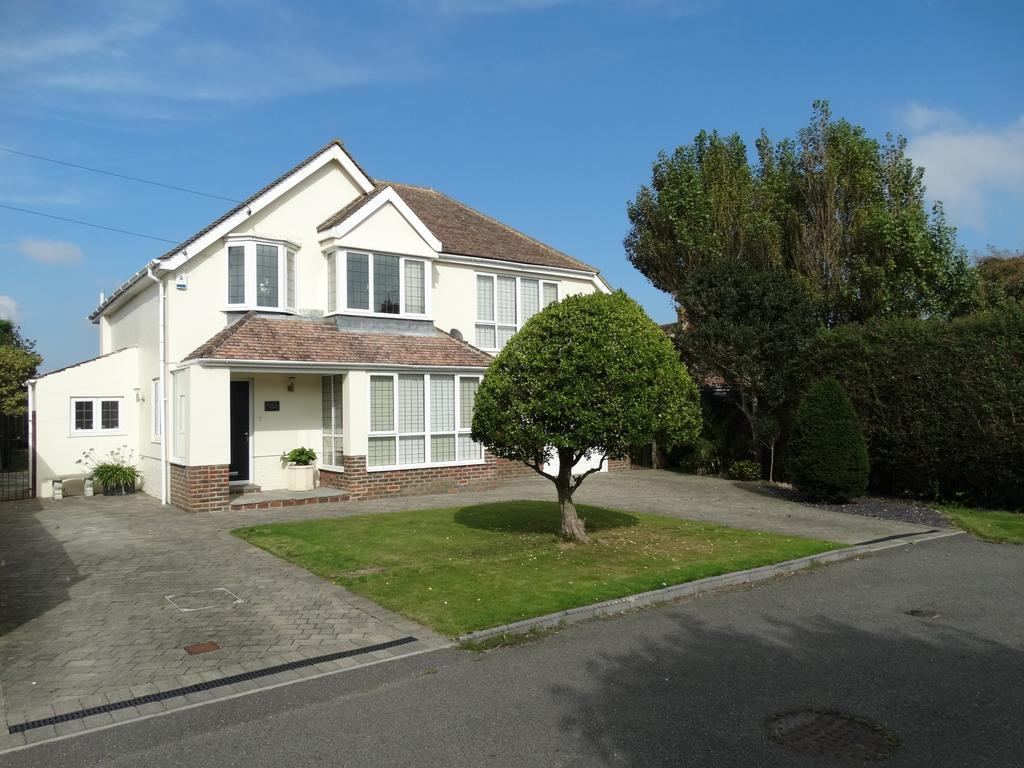 4 Bedrooms Detached House for sale in Minton Road, Beach Estate, Felpham