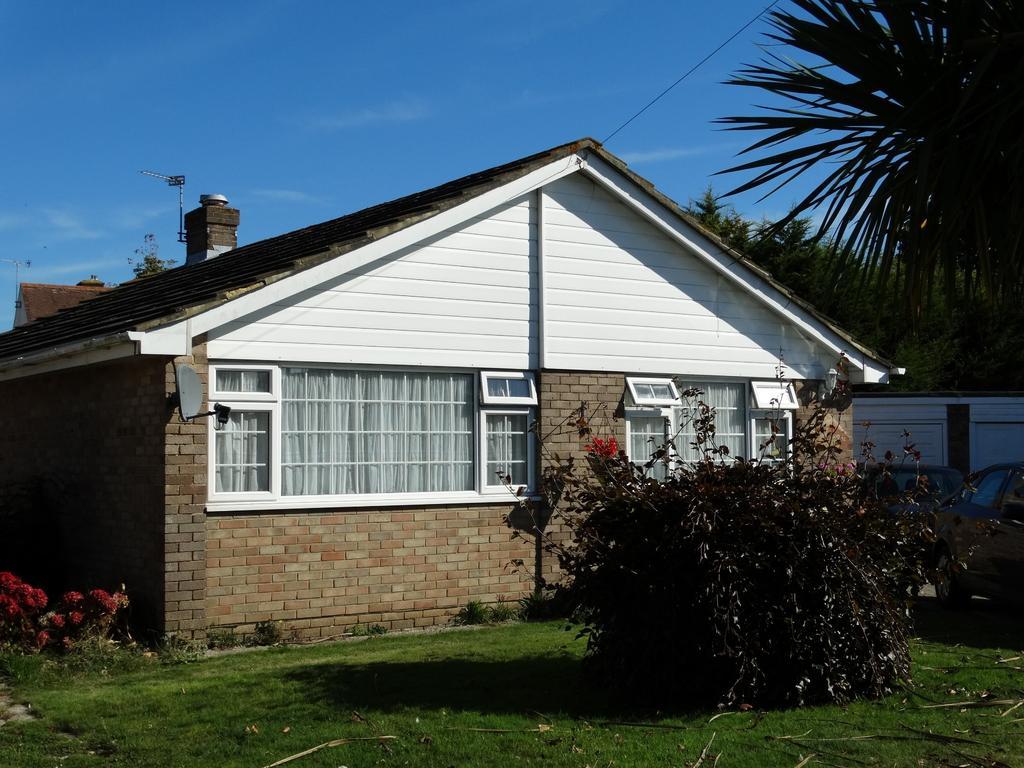 2 Bedrooms Detached Bungalow for sale in Walberton Close, Felpham