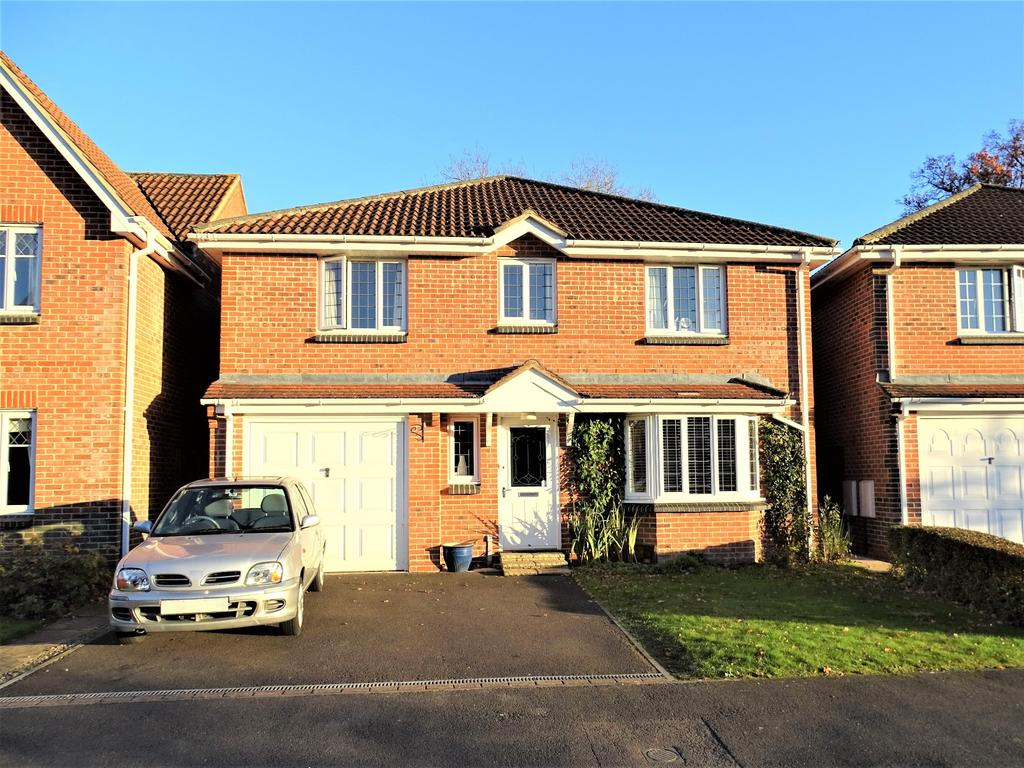 4 Bedrooms Detached House for sale in Horton Heath