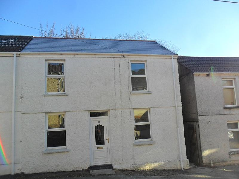 2 Bedrooms Semi Detached House for sale in Heol Y Cae , Clydach, Swansea.