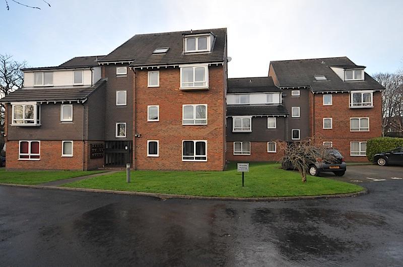 1 Bedroom Ground Flat for sale in WORDSLEY - Bracken Park Gardens