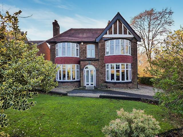 4 Bedrooms Detached House for sale in Clifton Road, Higher Runcorn