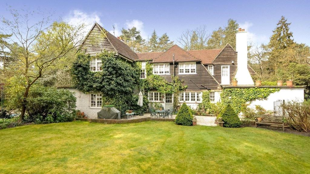 4 Bedrooms Detached House for sale in Westwood Road, Windlesham, Surrey