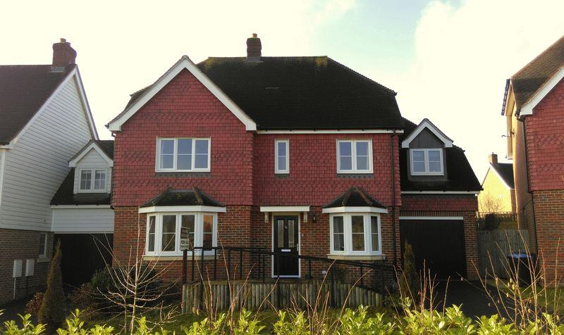 4 Bedrooms Detached House for sale in Barncroft Drive, Lindfield, West Sussex