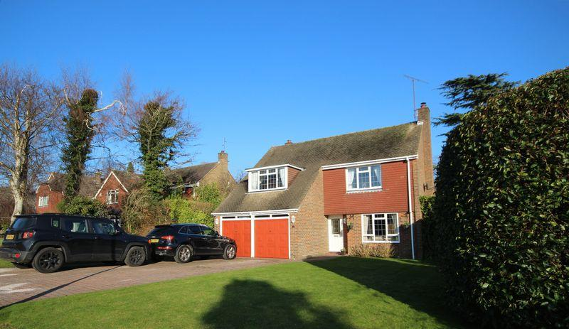 4 Bedrooms Detached House for sale in Wythwood, Haywards Heath