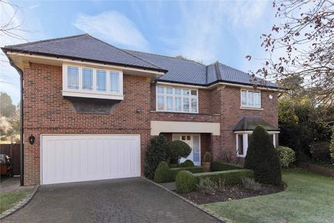 5 bedroom detached house to rent - Hunting Close, Esher, Surrey, KT10