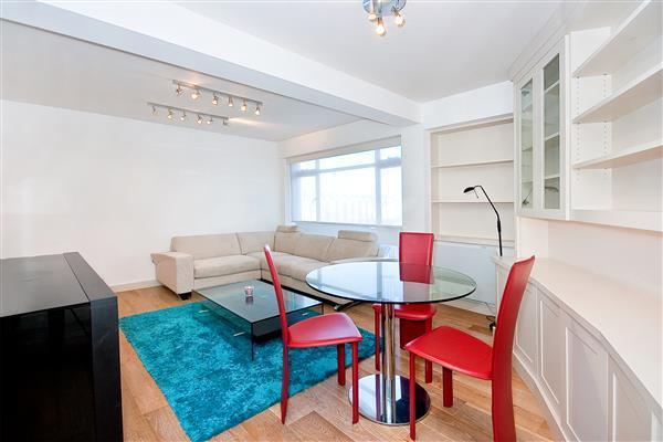1 Bedroom Flat for sale in OVINGTON GARDENS, KNIGHTSBRIDGE, SW3