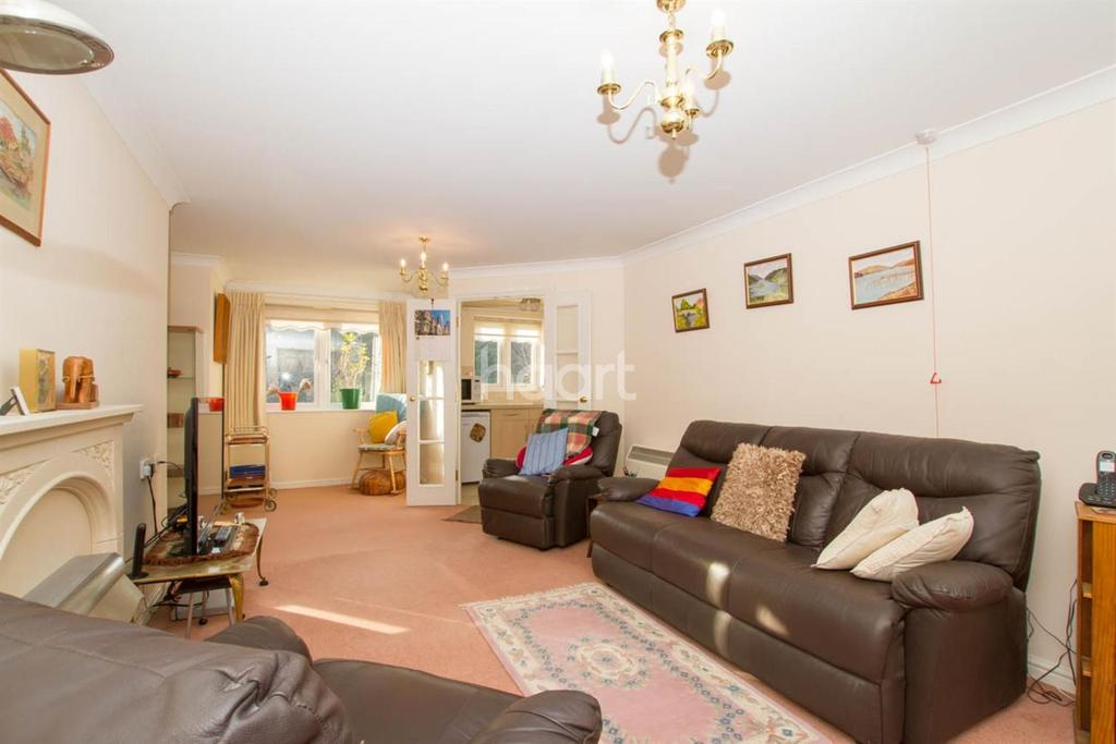 2 Bedrooms Flat for sale in Clements Court, Sheepcote Lane, Watford, WD25