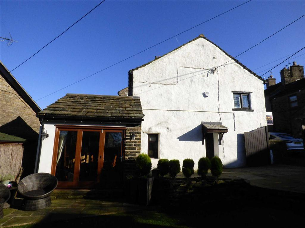 3 Bedrooms Detached House for sale in Town Lane, Charlesworth, Glossop, Derbyshire, SK13