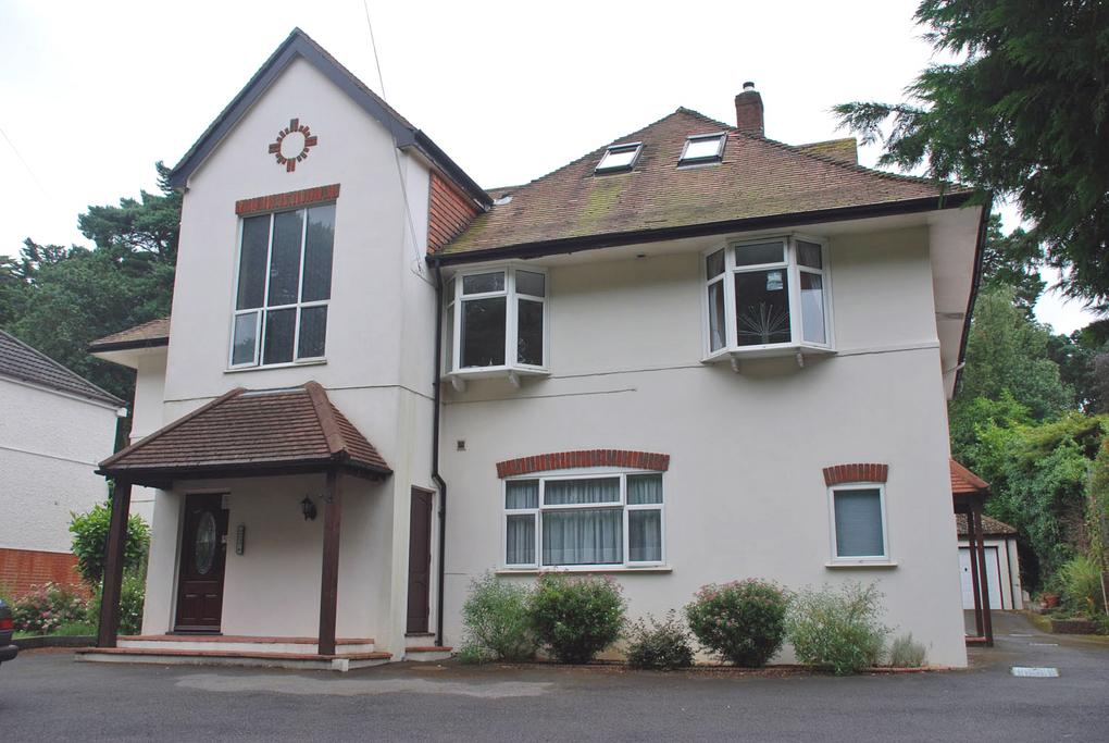 2 Bedrooms Flat for sale in Queens Park Avenue, Queens Park, Bournemouth, BH8