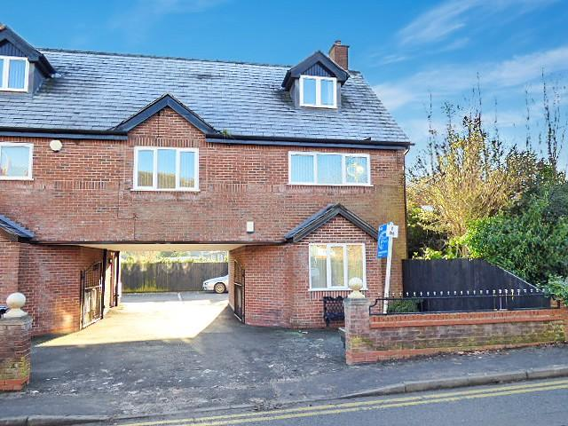 2 Bedrooms Flat for sale in Warrington Road, Culcheth